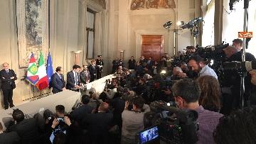 9 - I foglietti di Martina, la cravatta rossa di Orfini, il PD alle consultazioni