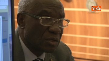 4 - Tony Iwobi, il primo senatore di colore fa il suo ingresso al Senato