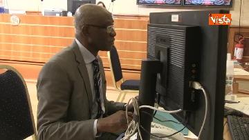 3 - Tony Iwobi, il primo senatore di colore fa il suo ingresso al Senato