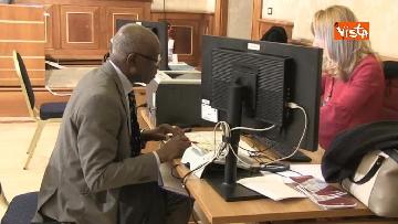 8 - Tony Iwobi, il primo senatore di colore fa il suo ingresso al Senato
