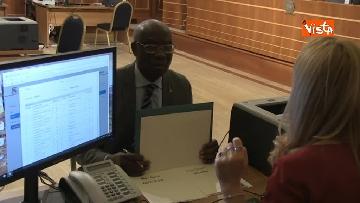 2 - Tony Iwobi, il primo senatore di colore fa il suo ingresso al Senato