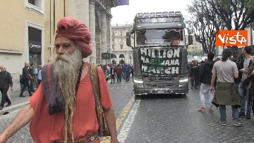 13 - Million marijuana march, il corteo per la legalizzazione della cannabis per le strade di Roma