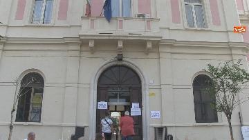 5 - Regionali Puglia, i baresi al voto tra mascherine e misure anti Covid. Le foto