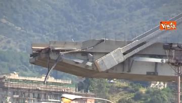 4 - Ponte Morandi, le immagini del luogo del crollo