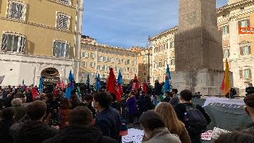 2 - Dal cinema al teatro. Lavoratori in protesta a Montecitorio. Le foto del sit-in