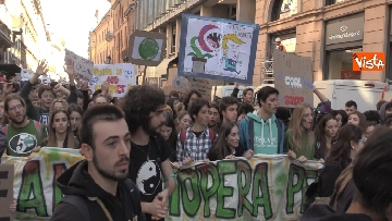 5 - Sciopero del clima, in 100mila invadono Milano