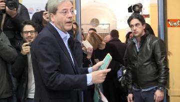 3 - Gentiloni vota e si rivolge alla stampa: ''Auguri a tutti, buona giornata''
