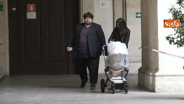 1 - Il leader del Popolo della famiglia Adinolfi al voto con moglie e figlia