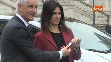 2 - La nuova auto elettrica cosegnata alla Sindaca di Roma