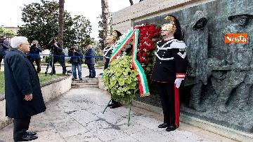 6 - Primo Maggio, Mattarella depone corona fiori al monumento per le vittime sul lavoro