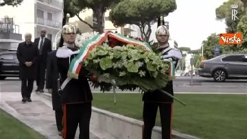 3 - Primo Maggio, Mattarella depone corona fiori al monumento per le vittime sul lavoro