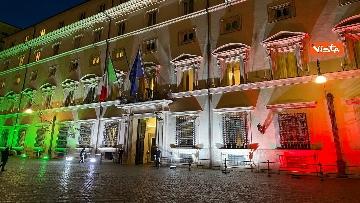 2 - Il tricolore proiettato sulla facciata di Palazzo Chigi per Unita' d'Italia e contro il Coronavirus