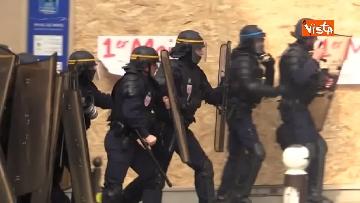 16 - Gilet gialli, 1 Maggio di scontri a Parigi