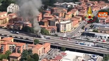 7 - Due camion a fuoco, un morto, chiusa l'A14 a Bologna