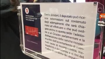 8 - Primo giorno alla Camera, i nuovi eletti alle prese con la registrazione a Montecitorio