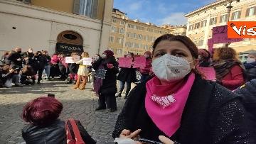 """2 - """"Non una di meno"""" in piazza Montecitorio per la Giornata mondiale contro la violenza sulle donne"""