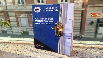 8 - A spasso per Montecitorio, il giornalista parlamentare di RTL Ciapparoni presenta il suo libro