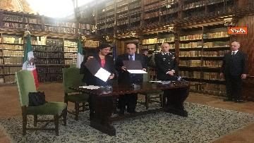 6 - Cultura, Mibac restituisce a Messico 594 dipinti ex voto, la firma fra Bonisoli e ministra Guerrero