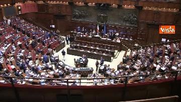 1 - Protesta FdI in aula Camera con magliette azzurre: ''Solidarietà a italiani poveri''