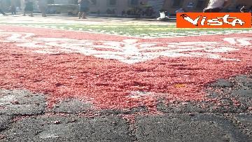 1 - San Pietro e Paolo, tappeto di colori a Via della Conciliazione per la tradizionale infiorata