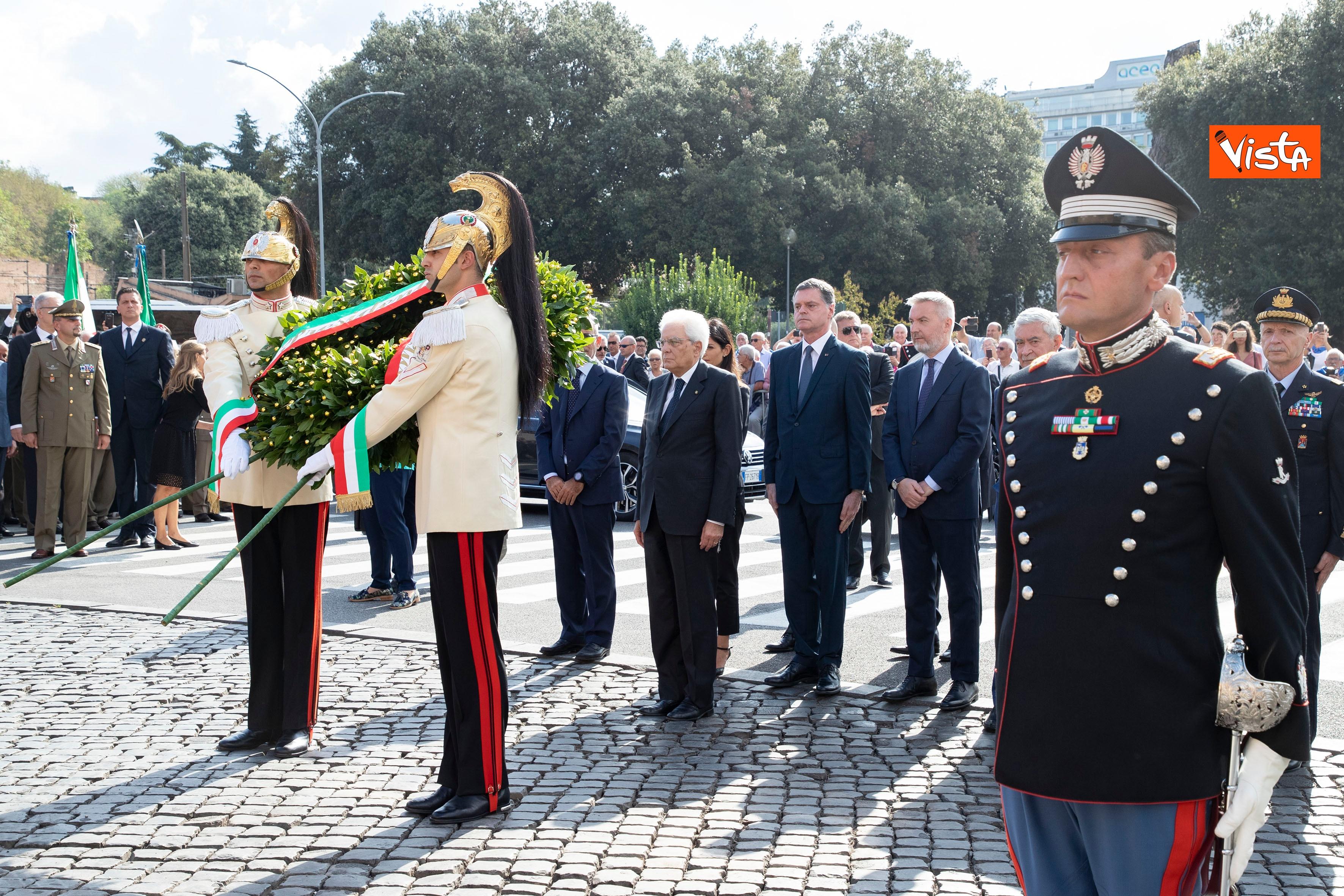 08-09-19 Mattarella depone corona d'alloro a Porta San Paolo per l'anniversario della difesa di Roma