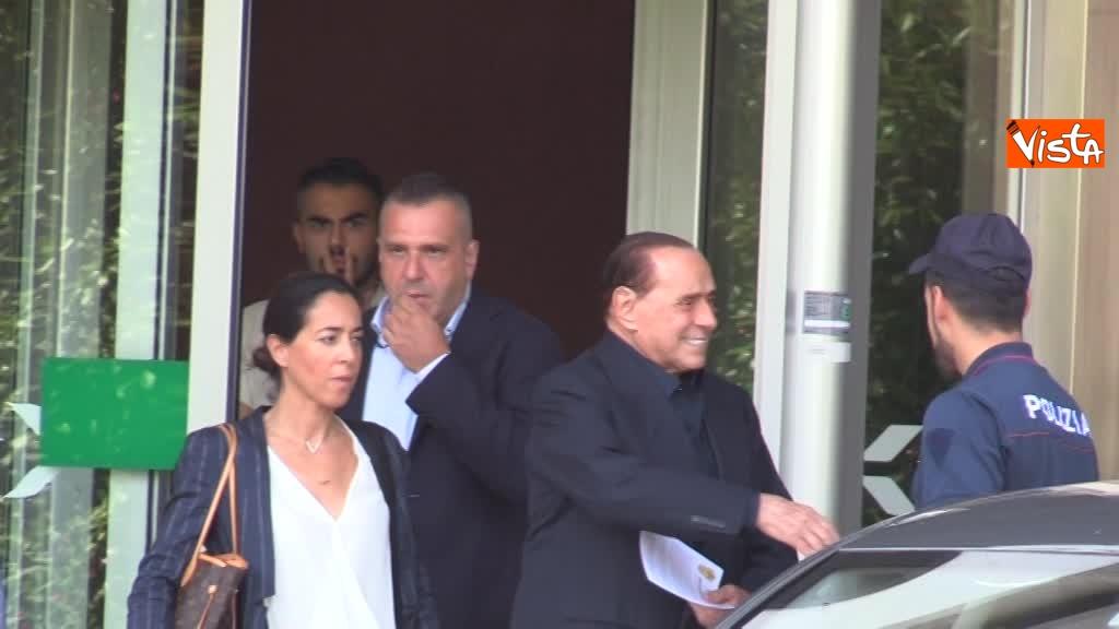 02-08-18 Berlusconi esce dal san raffaele 00_422863637198134394277