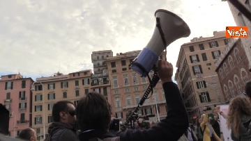 5 - Crollo ponte, la manifestazione degli sfollati a Genova
