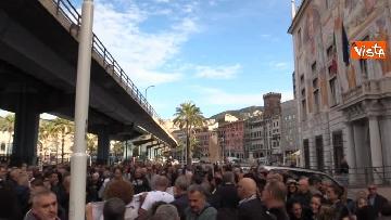 11 - Crollo ponte, la manifestazione degli sfollati a Genova