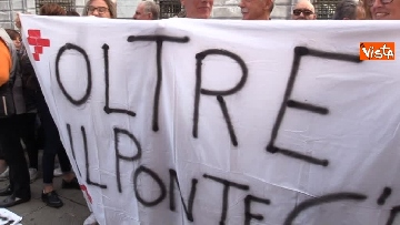 12 - Crollo ponte, la manifestazione degli sfollati a Genova