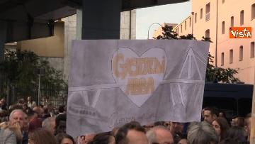6 - Crollo ponte, la manifestazione degli sfollati a Genova