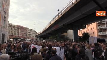 7 - Crollo ponte, la manifestazione degli sfollati a Genova