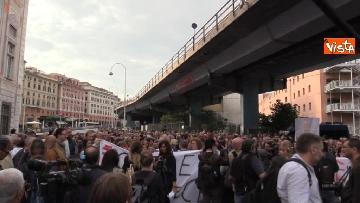 13 - Crollo ponte, la manifestazione degli sfollati a Genova