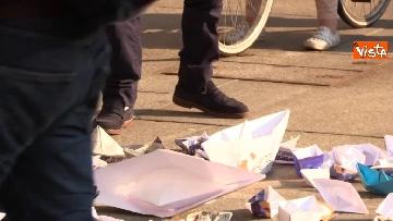 8 - Flash Mob in centro a Milano, barchette di carta contro trattato di Dublino