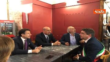 2 - Conte, Zingaretti, Di Maio e Speranza in un bar di Narni