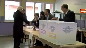 6 - Mattarella a Palermo, il presidente della Repubblica vota nella sua città