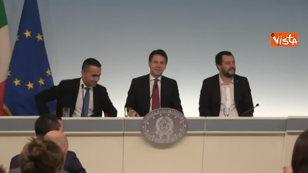 20-10-18 Decreto fiscale Conte Di Maio e Salvlini in conferenza stampa immagine