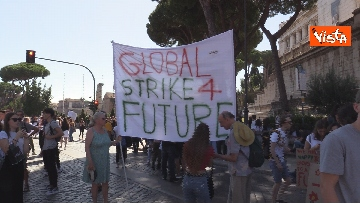 11 - Fridays for Future, gli studenti riempiono il centro di Roma