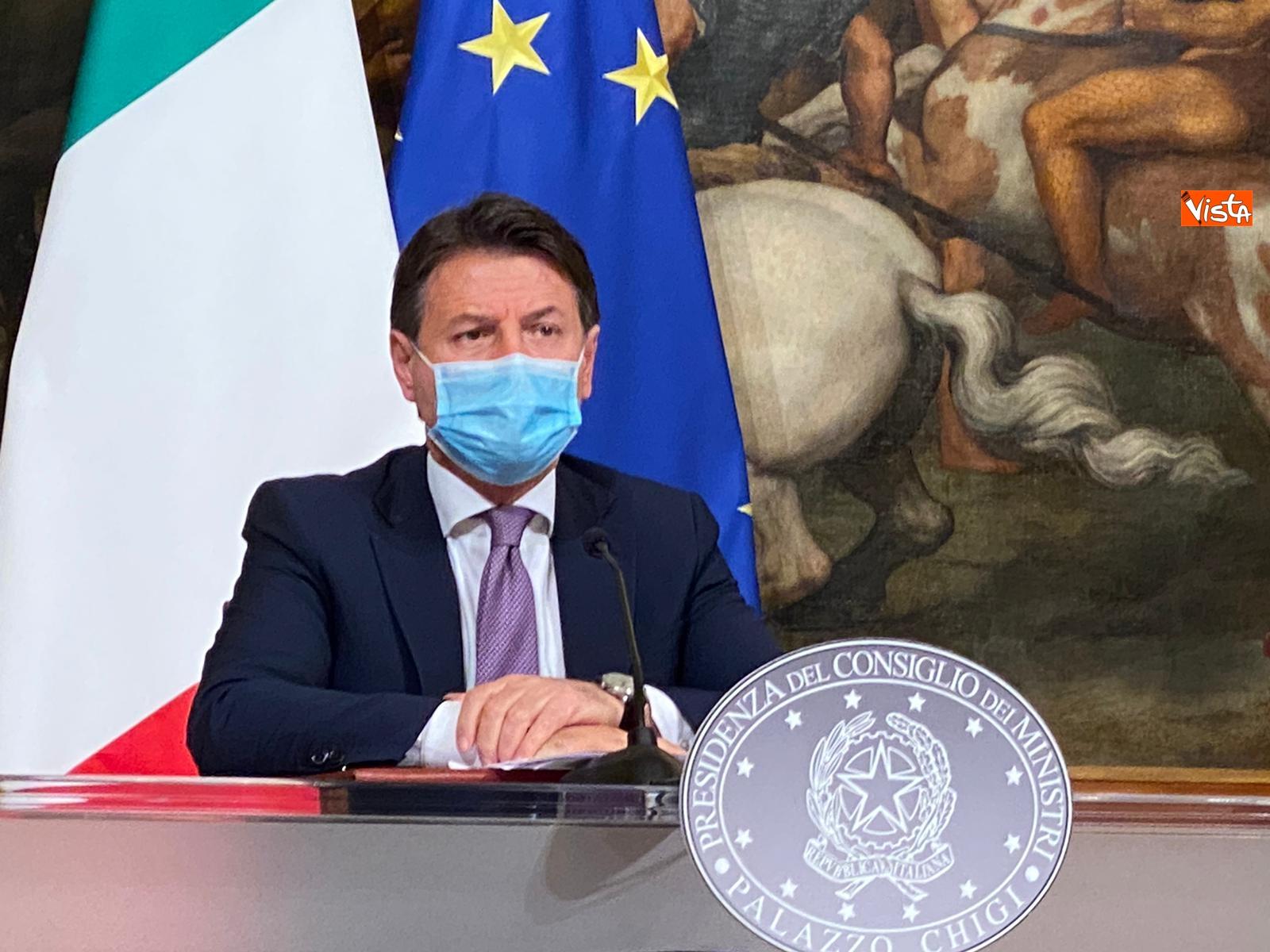 Dl ristori Conte Gualtieri e Patuanelli in conferenza stampa a Palazzo Chigi_08