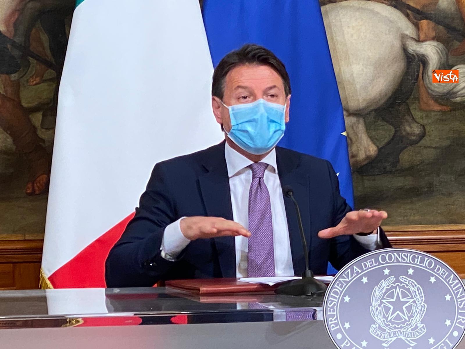 Dl ristori Conte Gualtieri e Patuanelli in conferenza stampa a Palazzo Chigi_10