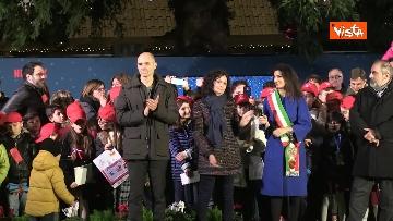 6 - 'Spelacchio' l'albero di Natale di Roma, si accende in Piazza Venezia