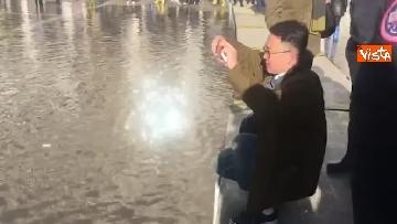 3 - Acqua alta a Venezia, 110cm ma tornano i turisti a San Marco