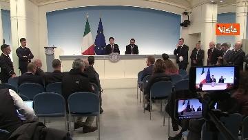 8 - Ilva, Conte e Patuanelli in conferenza stampa a Palazzo Chigi