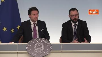 9 - Ilva, Conte e Patuanelli in conferenza stampa a Palazzo Chigi