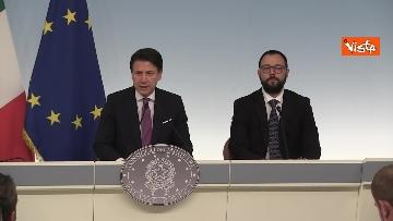 4 - Ilva, Conte e Patuanelli in conferenza stampa a Palazzo Chigi
