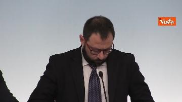 6 - Ilva, Conte e Patuanelli in conferenza stampa a Palazzo Chigi