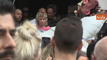 13 - Bara bianca e palloncini, il funerale di Pamela Mastropietro