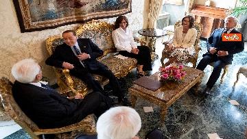 2 - Mattarella accoglie la delegazione di FI guidata da Berlusconi