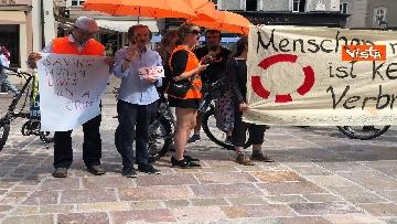 4 - Manifestazione per Carola durante la visita di Mattarella a Salisburgo