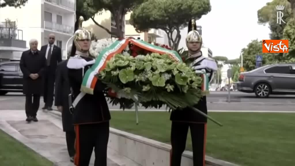01-05-19 Primo maggio, Mattarella depone corona fiori monumento vittime lavoro 03