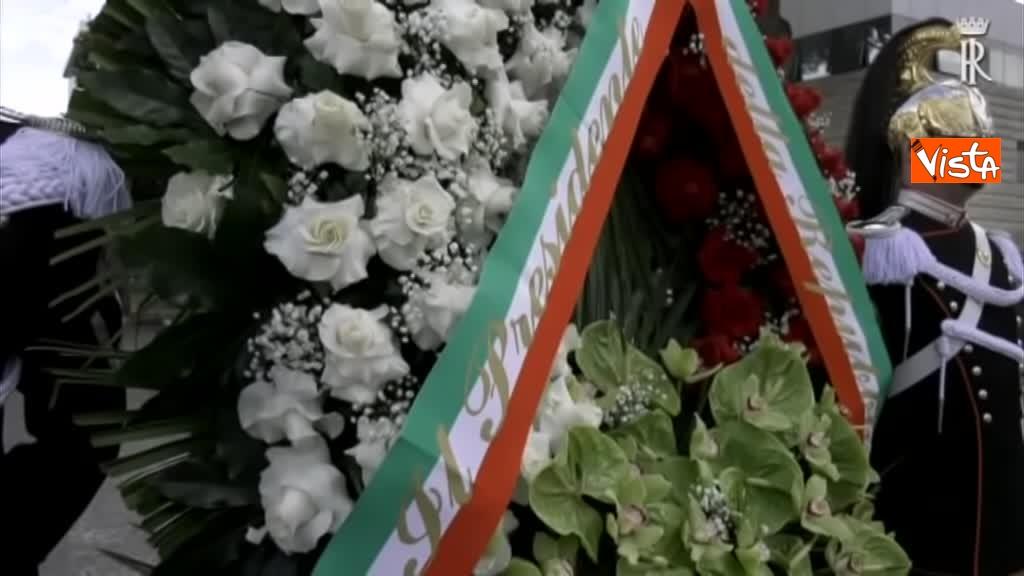 01-05-19 Primo maggio, Mattarella depone corona fiori monumento vittime lavoro 01